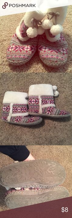 🎉HP🎉Pink Fuzzy Boots Size M (7-8), pompom ties, fuzzy inside, super cute for winter! Shoes Slippers