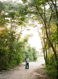 Lakeside Engagement Session in Bay Hill - Orange Blossom Bride - Photographer: Emily Katharine Photography - Click Pin for More - www.orangeblossombride.com