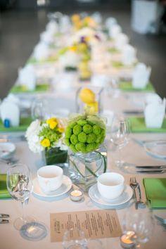 Centros de mesa, guardanapos e caminhos de mesa em lima e limão