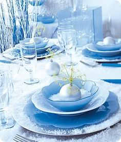 Ice blue, holiday decorating #LeitesCulinaria #LCHolidayTable