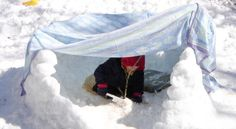 Creating secret forts, dens, hideouts, and playhouses is a universal drive that's rooted in kids' healthy development. Just like you did once, your kid might grab a few sticks—or whatever is handy—… Outdoor Education, Outdoor Learning, Art Education, Waldorf Preschool, Outdoor Classroom, Play Based Learning, Parenting Articles, Building For Kids, Forest School