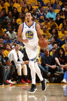 23a3c62c59ed Shaun Livingston of the Golden State Warriors handles the ball against the New  Orleans Pelicans in