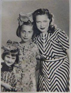 1940 MÜRŞİDE TEYZE KIZI LEMİS DENİZ   Tahire Özel Aile arşivi ve adına yeniden albüme yüklenmiştir.