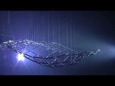 """MAGIC WAVE by Reuben Margolin. (The Swiss Science Center) El artista californiano junto con el equipo de Technorama crea una de las más grandes y complejas esculturas cinéticas de todo el mundo. Mide 25m2 y la """"alfombra mágica"""" contiene más de 50.000 piezas. Muestra tres carácterísticas propias de las olas: la longitud de onda, la amplitud y la frecuencia. www.reubenmargolin.com"""
