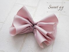 フリルたっぷりリボンの作り方 Hair Bow Tutorial, Kids Hair Accessories, Handmade Beaded Jewelry, Diy Hair Bows, Ribbon Embroidery, Felt Flowers, Diy Hairstyles, Headbands, Diy And Crafts