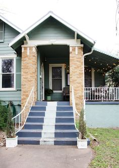 Maureen's Classic & Comfy Austin Abode - paint a stripe on the steps? Interesting!