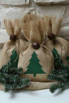 Новогодние мешочки из мешковины