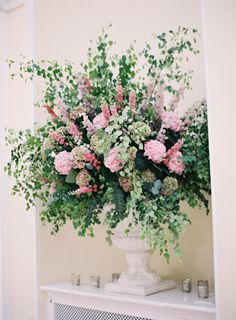 So much elegance: http://www.stylemepretty.com/2015/04/02/cotswolds-wedding-at-the-blenheim-palace/ | Photography: Catherine Mead - http://photographybycatherine.co.uk/