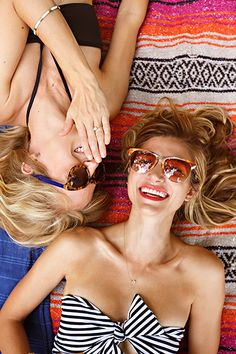 Mejores amigas, tiempo de playa. #bff #girls #colors