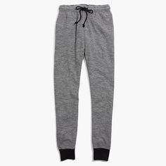 Lounge-friendly soft drawstring sweatpants with handy pockets