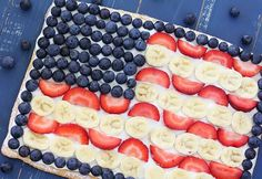 A patriotic fruit pizza makes a perfect fourth of july dessert! Healthy Meals For Kids, Kids Meals, Healthy Eating, Scones, Pizza Recipes, Cooking Recipes, Pesto, Sweet Pizza, Friends Time