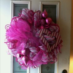 This is the VALENTINES wreath I just made for MI CASA..... The MAURY Casa:)