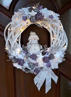 Snowman Christmas Decorations, Christmas Wreaths To Make, Christmas Arrangements, Christmas Ornament Crafts, Holiday Wreaths, Christmas Crafts, Christmas Interiors, Wreath Crafts, Creations