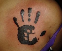 Cute idea for a mommy or daddy tattoo baby hand prints with a little