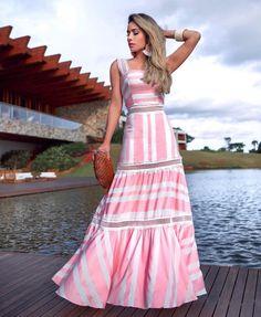 Perfect long dress!!! #love #summervibes. @mariarosaguerra lindaaa de #modamineira #annefernandes 👉👉👉 ASSESSORIA EM COMPRAS PARA LOJISTAS:… Dress Outfits, Casual Dresses, Fashion Dresses, Summer Dresses, Summer Maxi, Lovely Dresses, Vintage Dresses, Striped Maxi Dresses, Indian Designer Wear