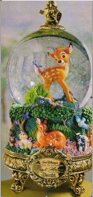 Welcome to the Collectors Guide to Disney Snowglobes. Information on over 2900 Disney snow globes. Disney Music Box, Chrissy Snow, World Disney, Christmas Snow Globes, Christmas Trees, Disney Snowglobes, Glitter Globes, Musical Snow Globes, I Love Snow