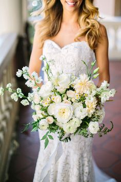 white wedding bouquet #whitewedding #classicwedding http://www.weddingchicks.com/2014/01/24/teen-spirit-wedding/