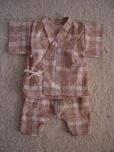 Baby jinbei pattern in Japanese? Looks to be scanned from a book. Baby Kimono, Baby Boy Dress, Baby Suit, Baby Boy Outfits, Kids Outfits, Kids Clothes Patterns, Kids Patterns, Baby Kids Clothes, Kimono Pattern Free