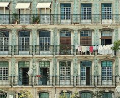 l-echappee-belle:  fonrenovatio:  Lisbon balconies.  *