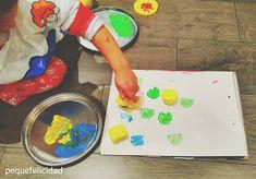 PEQUEfelicidad: 10 FORMAS ORIGINALES DE CONTAR CUENTOS Reggio Emilia, Eyfs, Plastic Cutting Board, Ideas Divertidas, Ideas Para, Montessori, Chloe, To Tell, Kids Playing