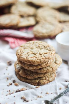 Salted Heath Bar Cookies - Try this recipe if you want to experience pure heavenly bliss. Heath Bar Cookies, Brownie Cookies, Cookie Bars, Heath Bars, Baked Goods, Side Dishes, Sweet Tooth, Bakery, Sweet Treats