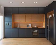 Idea cucine moderne colore nero nello stile minimal moderno con finiture e pavimento in rovere chiaro