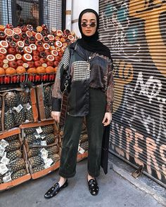 Dress up even when you are just out a second for a pineapple or an orange or a pomegranate.🍍 🍊 It's an attitude! Modern Hijab Fashion, Street Hijab Fashion, Hijab Fashion Inspiration, Muslim Fashion, Look Fashion, Fashion Outfits, 80s Fashion, Winter Outfit For Teen Girls, Classy Winter Outfits