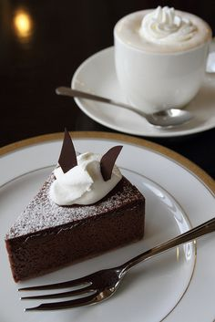 sachertorte from Wien (Vienna), one of my favorite cakes, and simply a joy to spend half a day sitting in a Viennese cafe... and letting time pass by and the exemplary service from the waiters.