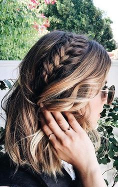 Her hairstyle is just beautiful and easy to do. It looks like she doesn't care about her hair but her hair is beautiful. Medium haircut with braids. Hairstyle hairdo for women. Messy Hairstyles, Pretty Hairstyles, Hairstyles 2018, Medium Hairstyles, Hairstyle Ideas, Hairstyle Tutorials, Summer Hairstyles, Wedding Hairstyles, Braids For Short Hair