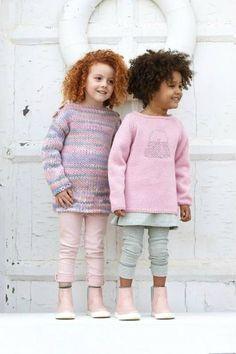 Tunique large pour fillette : deux modèles Knitting Patterns Free, Free Pattern, Crochet Patterns, Knitting For Kids, Baby Knitting, Baby Jumper, Leg Warmers, Knit Crochet, Girls Dresses