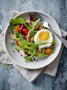 Värikäs Nizzansalaatti Nicoise Salad, Cobb Salad, Avocado Toast, Tasty, Fruit, Breakfast, Ethnic Recipes, Soups, Food