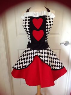 Summer Sales Event Queen of Hearts apron by AJsCafe on Etsy Disney Aprons, Princess Aprons, Alice In Wonderland Costume, Wonderland Party, Princess Half Marathon, Running Costumes, Cute Aprons, Sewing Aprons, Queen Of Hearts