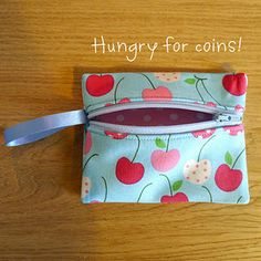 Coin Purse with zip not on top. #craft #crafts #tutorial #diy #sewing #sewingpattern