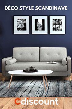 Pour aménager votre salon nordique, commencez par choisir le bon canapé. Préférez-le en tissu, capitonné et surmonté de pieds fins en bois clair. Noir, gris galet, jaune, bleu... Vous avez carte blanche sur sa couleur. On préconisera toujours les tons neutres pour éviter de vous lasser.  Etape suivante : la table basse. Misez sur un plateau contrastant dans la forme que vous souhaitez. Avec un format ovale, vous apporterez un peu de rondeur au milieu de tous ces meubles angulaires. Couch, Table, Design Ideas, Furniture, Collection, Home Decor, Nordic Living Room, Good Ideas, Home