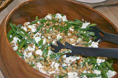 Grønne bønner med feta, pinje- og solsikkekerner