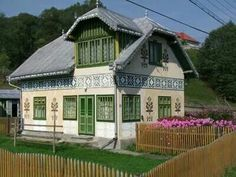 Bucovina Romanian house Cabin Homes, Cozy Homes, European House, Good House, Eastern Europe, Traditional House, Beautiful Homes, Country, House Styles