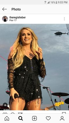 Carrie Underwood Feet, Carrie Underwood Pictures, Country Girls, Country Music, Fox News Anchors, Queen Of Everything, Chris Young, Star Fashion, Role Models