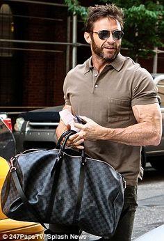 Hugh Jackman showed off his buff, veiny arms hailing a cab in NYC May Hugh Jackman, Hugh Michael Jackman, Charlie Hunnam, Louis Vuitton, Hugh Wolverine, Celebridades Fashion, Justin Theroux, Gorgeous Men, Sexy Men