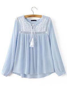 Blusa escote con cordón crochet asimétrica - azul