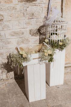 shabby chic ceremony decor // more on:http://weddingwonderland.it/2014/11/matrimonio-shabby-chic-puglia.html
