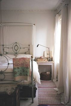 Elegant and simple bedroom.i want an iron bed Dream Bedroom, Home Bedroom, Bedroom Decor, My New Room, My Room, The Design Files, Home And Deco, Beautiful Bedrooms, House Design