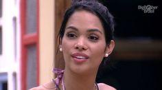 Ex-BBB Mayara Motti presta queixa em delegacia do Rio de Janeiro