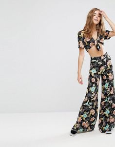 a875d86b9d6 Get this Pull Bear s wide leg trousers now! Click for more details.  Worldwide shipping.