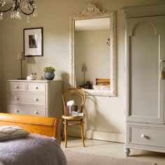 Vintage style bedroom farrow ball 44 ideas for 2019 Farrow Ball, 1930s Home Decor, Farrow And Ball Bedroom, Vintage Bedroom Styles, Modern Rustic Homes, Modern Country, Country Style, Decoration, Ideal Home