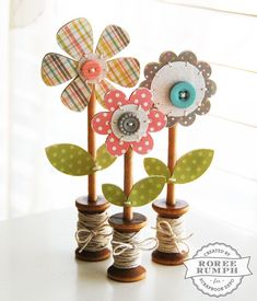 Wooden Spool Flowers by Roree Rumph for Scrapbook Expo - Weekly Scrapper - papercrafts Ideas Scrapbook, Scrapbook Expo, Scrapbook Paper Crafts, Picture Scrapbook, Scrapbooking Layouts, Paper Crafting, Wooden Flowers, Fabric Flowers, Paper Flowers