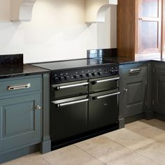 Pewter is a gorgeous shade which changes from black to dark green in the light. We love it on the stunning AGA Masterchef Deluxe 	😍