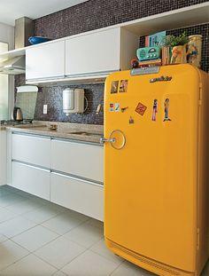 yellow fridge...LOVE