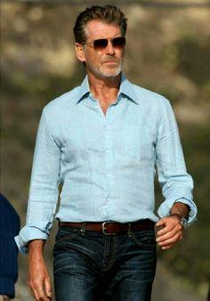 He so hot Business Casual Men, Men Casual, Bella Hadid Outfits, Mr Men, Pierce Brosnan, Sharp Dressed Man, Older Men, Men Style Tips, Gentleman Style