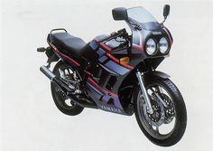 """YZF-R3 é prima distante da Yamaha RD 350R, a """"Viúva Negra"""""""