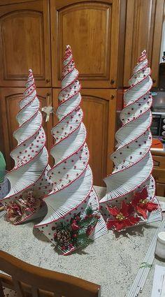 Christmas Makes, Christmas Items, Christmas Design, Christmas Projects, Handmade Christmas, Christmas Tree Ornaments, Christmas Fun, Christmas Wreaths, Homemade Christmas Decorations